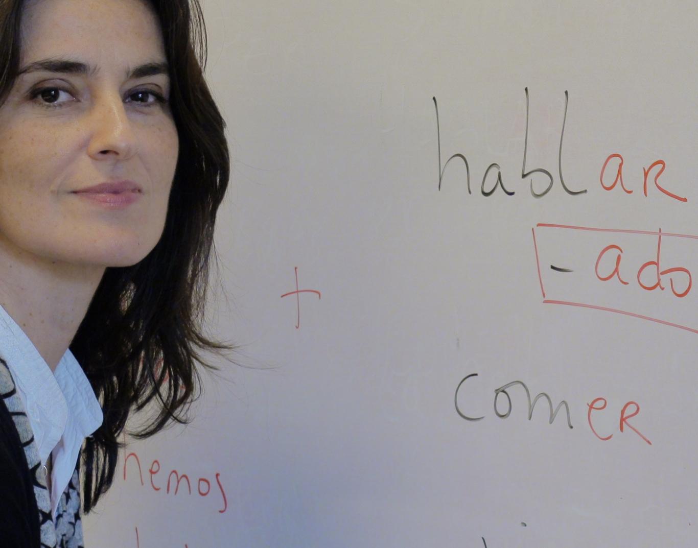 PIlar dando clases de español en Madrid