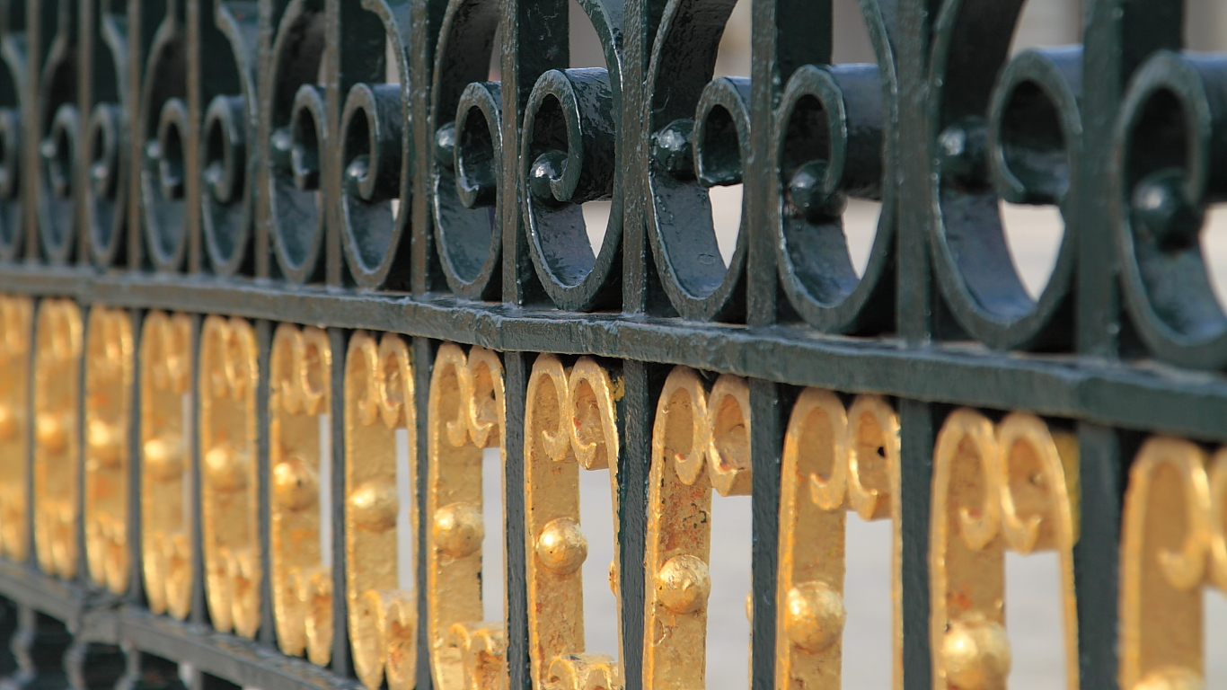Detalle de la verja del Palacio Real de Madrid.Verja = wrought-iron gate.