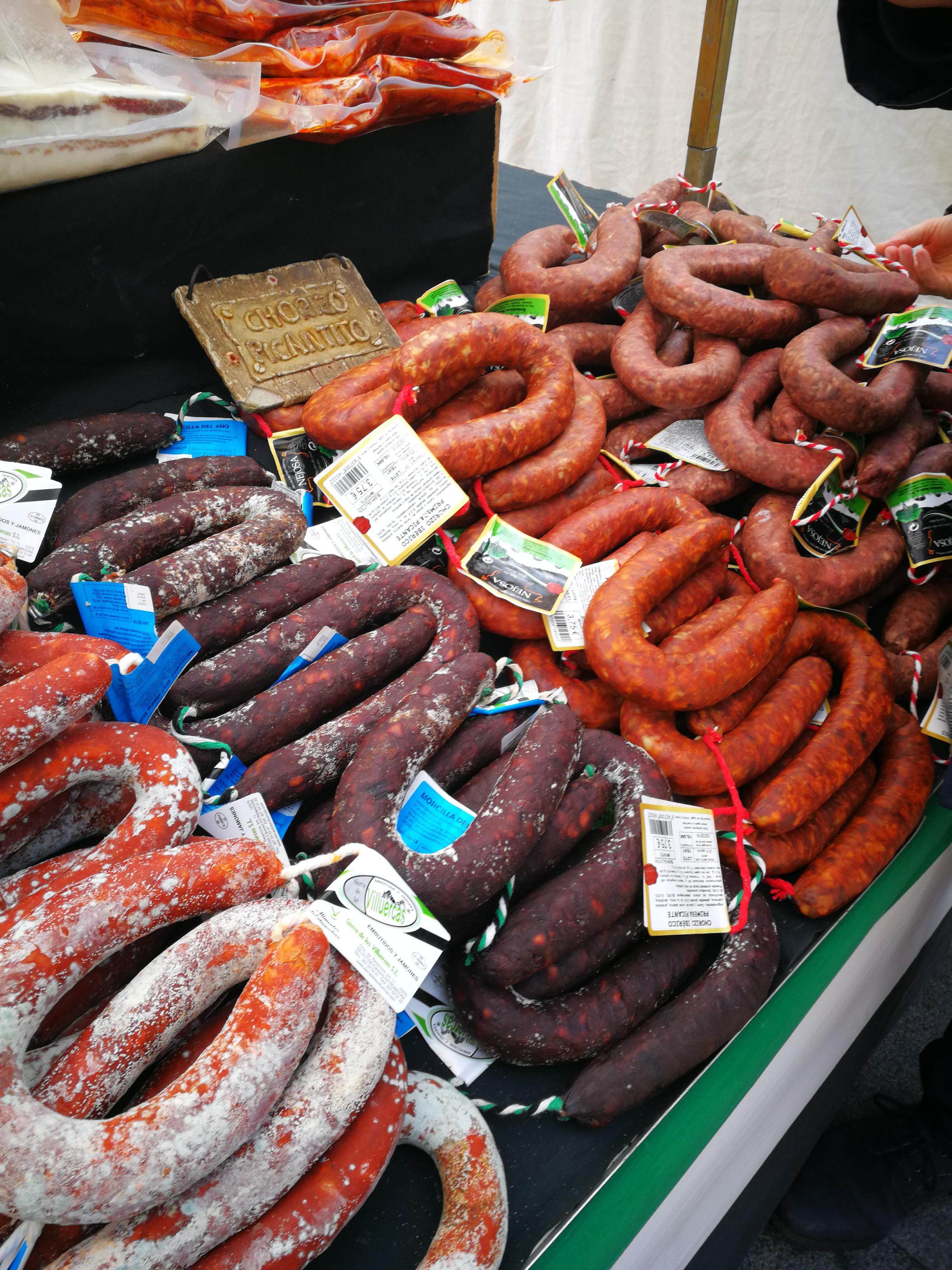 Embutidos en un mercado de Ávila